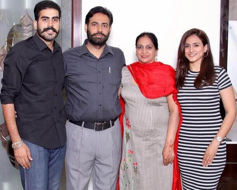 hashneen chauhan family